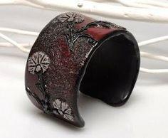 A beautiful shape cuff to decorate your wrist!