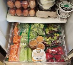 Healthy Dinner Recipes Discover Refrigerator Snack Drawer Prep Snack Prep - Kids (and adults) refrigerator snack drawer all prepped (Getting them involved is the best way to get kids to eat the good stuff! Lunch Snacks, Clean Eating Snacks, Healthy Eating, Clean Foods, Good Snacks, Healthy Food For Kids, 21 Day Fix Snacks, Clean Eating Kids, Clean Lunches
