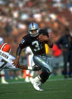 ★ Sports football NFL Marcus Allen (RB) Raiders - First Year: 1982 - 12 seasons - Drafted: Round Pick 10 Raiders Players, Nfl Raiders, Oakland Raiders Football, Raiders Baby, Raiders Stuff, Nfl Football Picks, But Football, Football Players, School Football