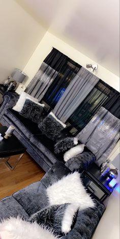 Glam Living Room, Living Room Decor Cozy, Cozy Living, Room Ideas Bedroom, Home Decor Bedroom, Girl Bathroom Decor, Casa Atrium, First Apartment Decorating, Apartment Living
