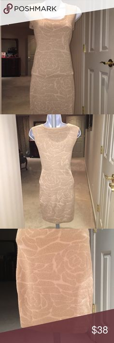 "Bebe Bodycon dress. Size xs In great condition. Wrist laid fat 12"", length 34"". Size xs bebe Dresses Midi"