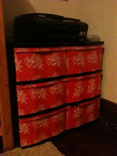 DIY Wrapping Paper Mod Podge Plastic Drawers Different design Plastic Drawer Makeover, Plastic Dresser, Plastic Crates, Plastic Containers, Storage Containers, Desk Organization Diy, Diy Desk, Diy Storage, Organizing