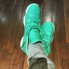 We see you Chris Paul! These stylish #NBAKicks dubbed the #Emerald are literally 1 of a kind! What do you think of these exclusive #CP3 kicks?