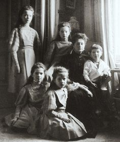 The Romanov children with their mother in the mauve room . . #otma #otmaa #romanov #royal #olganikolaevna #tatiananikolaevna #marianikolaevna #anastasianikolaevna #alexeinikolaevich #romanov #романовы #imperialrussia #russia #history #grandduchess