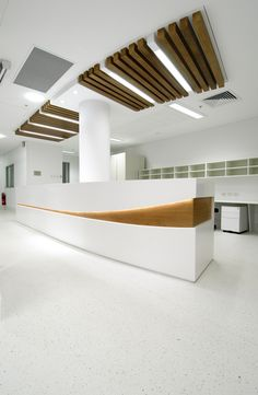 wood Ceiling Commercial Reception Desks is part of Reception desk design - Welcome to Office Furniture, in this moment I'm going to teach you about wood Ceiling Commercial Reception Desks Lobby Design, Design Hotel, Modern Reception Desk, Reception Desk Design, Reception Counter, Office Reception, Reception Areas, Corporate Interiors, Office Interiors
