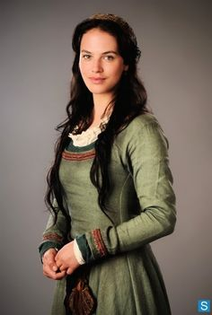 Lady Ainuisa Courtemanche (portrayed by Jessica Brown Findlay) was one of Jacques' former lovers who became his wife. Jessica Brown Findlay, Downton Abbey, Lady Sybil, Medieval Dress, Medieval Peasant, Fantasy Costumes, Renaissance Fair, Costume Design, Female Characters