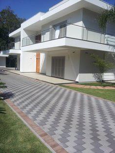 Pattern ideas for interlocking Block Paving Driveway, Stone Driveway, Brick Paving, Concrete Patio, Walkway, Garden Ideas Driveway, Driveway Design, Garden Paving, Backyard Landscaping