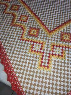 Bordado em tecido xadrez - Toalha de Mesa/Amostra de bordado (Detalhes sobre o bordado... Visitar) Bordado Tipo Chicken Scratch, Labor, Gingham, Hand Embroidery, Blanket, Crochet, Hand Embroidery Flowers, Embroidered Towels, Cross Stitch Embroidery