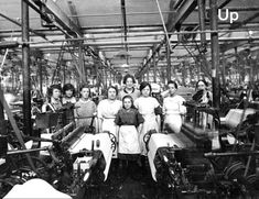 Victorian School and Work in Preston - Weavers at their looms in the cotton mill Antique Photos, Vintage Photographs, Old Photos, Vintage Photos, Triangle Shirtwaist Factory Fire, Cotton Mill, King Cotton, Preston Lancashire, Victorian Life