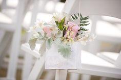 Aisle Flowers / www.passionroots.com