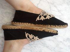 18 Remarkable DIY Espadrilles For This Summer Felt Shoes, Sock Shoes, Shoe Boots, Diy Fashion, Fashion Shoes, Sandro, Shoe Pattern, Zara, Asos