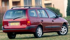 the first generation Renault Mégane Estate (the estate variant was introduced with the 1999 facelift of the original Mégane and was only available with left hand drive