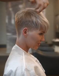 Today, we would like to acquaint you with the brightest variations of Ideas About Short Ash Blonde Hairstyles. Ash blonde color suits almost any type of Dark Ash Blonde Hair, Blonde Pixie Hair, Short Blonde, Blond Hairstyles, Hairstyles 2016, Super Short Hair, Short Pixie Haircuts, Short Hair Cuts For Women, Curly Hair Styles