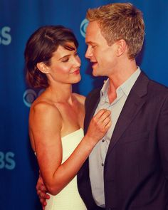 Neil Patrick Harris and Colbie Smulders. Who doesn't love them on How I Meet Your Mother! How I Met Your Mother, Best Comedy Shows, Best Tv Shows, Neil Patrick Harris Halloween, Barney And Robin, Best Sitcoms Ever, Tv Show Couples, Himym, I Meet You