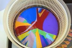 Juggling With Kids: Spin Art Looks like I need to find a salad spinner at a garage sale or thrift store to add to the art closet! Diy For Kids, Crafts For Kids, Arts And Crafts, Amusement Enfants, Pippi Longstocking, Christmas Makes, Crafty Kids, Fun Activities For Kids, Camping Crafts