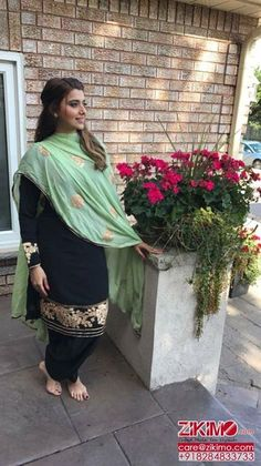 Pure silk suit with chinon dupatta. Size upto Kurti and dupatta in beautiful contrast colors. Black Punjabi Suit, Black Salwar Suit, Punjabi Suit Simple, Patiala Salwar Suits, Salwar Suits Party Wear, Modern Suits, Trendy Suits, Stylish Suit, Cool Suits