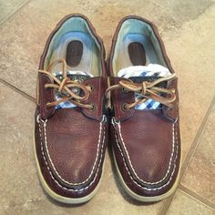 Sperry Leather Topsider Boat Shoes 7 These boat shoes are in great used condition and are brown in color with blue gingham print on the side. Has the Sperry logo on the back and tag. Soles are in excellent condition! Listed for $20 on Merc. Sperry Top-Sider Shoes