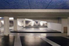 Door Lars: Dit is de ondergrondse parkeergarage Vrijthof in Maastricht. Het uiterlijk van de garage komt prettig over. Daarnaast is de ingang van de parkeergarage onder een plein. (niet te zien op deze foto)