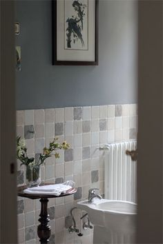 baño bellissime piastrelle, parete grigia