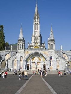 Photographic Print: Poster of Basilika Du Rosaire, Lourdes by Doug Pearson : 24x18in