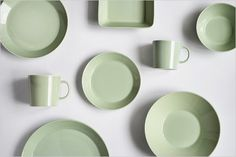 Keep it simple, Iittala Teema in Celadon Green, mix and match to make your own style, stunning dinnerware that lasts a lifetime. Nordic Design, Nordic Style, Diner Party, Kitchenware, Tableware, Vintage Pottery, Color Stories, Sea Foam, Ceramic Pottery
