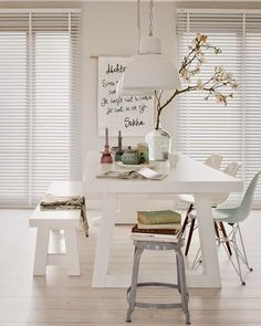 Chic white dining room with picnic style table Scandi Living, Home And Living, Modern Living, Dining Room Inspiration, Interior Inspiration, Sweet Home, Deco Design, Design Design, Design Ideas
