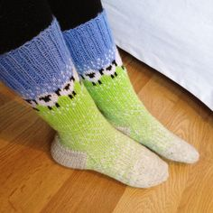 7 posts published by susannayh during January 2016 Crochet Socks, Knit Mittens, Knitting Socks, Hand Knitting, Knit Crochet, Knit Socks, Knitting Charts, Knitting Patterns, Yarn Stash