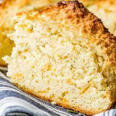 Yeast Bread Recipes, Quick Bread Recipes, Irish Dinner, Dutch Oven Bread, Irish Soda Bread Recipe, Types Of Bread, Artisan Bread, Herb