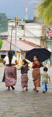 """Marina Fiorletta  """"Un mese tra Messico, Guatemala e Belize, un mese vissuto intensamente tra sguardi, colori, musica, odori che per sempre rimarranno indelebili nei miei occhi e nella mia mente. Il Chiapas in particolare è una terra magica, dove ogni giorno è possibile confondersi con gli indios che vi giungono per vendere i prodotti della terra ed il loro coloratissimo artigianato.""""  San Cristobal de las Casas, Chiapas, Messico - 2008"""