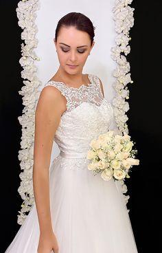 Elena Reynoso ,Vestido de Novia Colección 2017*. Alta Costura  Un vestido precioso  en seda y organza, con incrustaciones de encaje y bordado en el busto.