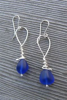 This member-submitted earring design is simply stunning! Made with cobalt-colored glass beads and sterling silver.