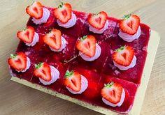 Jahodový zákusok, recept | Tortyodmamy.sk Dessert Recipes, Desserts, Bruschetta, Sushi, Ethnic Recipes, Food, Tailgate Desserts, Deserts, Essen
