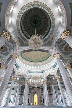 カザフスタンのハズレット・スルタン・モスクが芸術的