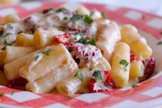 Maccheroni con pomodori secchi, tonno e Philadelphia