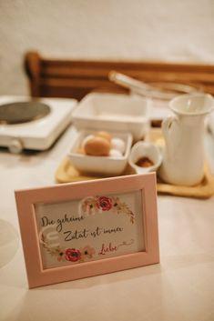 kleine Hochzeit, Gästebeschäftigung, Show Küche, Kaiserschmarrn Party, Place Cards, Place Card Holders, Inspiration, Kaiserschmarrn, Host Gifts, Christmas Time, Ideas, Biblical Inspiration