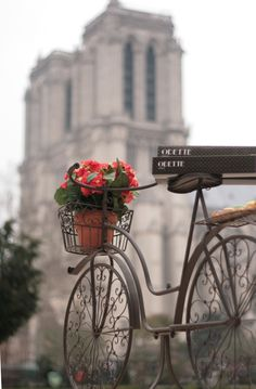 Love the bike. Saw this in Paris (Notre Dame, not the bike). Paris France, Oh Paris, I Love Paris, Paris Cafe, The Places Youll Go, Places To See, Belle France, Foto Poster, Foto Transfer
