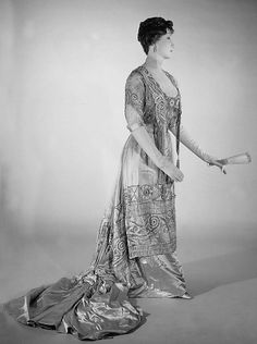 Evening dress Designer: Attributed to Mrs. Dunstan (American) Designer: Attributed to Jacques Doucet (French, Paris 1853–1929 Paris) Date: 1908–10 Culture: American Medium: silk, pearl