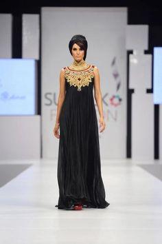 cleopatra neckline
