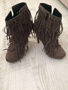 bfb832083b041 Püsküllü Bot Flo Ayakkabı Bot %90 İndirimli - Gardrops