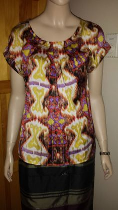 Essentials by Milano luxurious bold print top size M