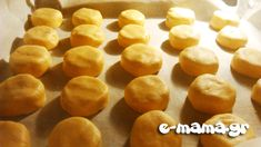 Οι πιο αφράτοι κουραμπιέδες - e-mama.gr Greek Recipes, Sweets, Vegetables, Cooking, Desserts, Christmas, Food, Eten, Kitchen