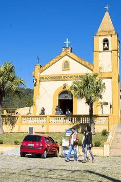 Igreja Senhor Bom Jesus de Paranapiacaba, na parte alta da vila, com bela vista da região da Serra do Mar. Veja mais dicas >>> http://www.guiaviagensbrasil.com/blog/paranapiacaba/