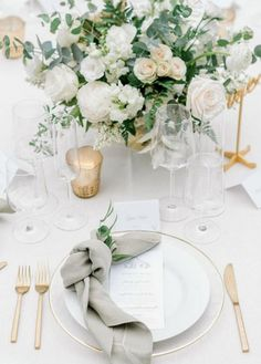 Wedding Table Decorations, Wedding Centerpieces, Wedding Table Arrangements, Round Table Centerpieces, White Wedding Flower Arrangements, Head Table Decor, Round Wedding Tables, Wedding Reception Flowers, Natural Wedding Flowers