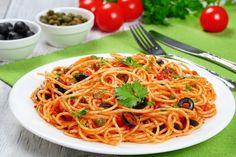 La pasta alla vesuviana è un primo piatto mediterraneo facile e veloce da preparare. Ecco la ricetta ed alcuni consigli