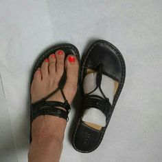 BORN leather flip flop Born size 9 leather flip flop excellent condition. Only selling because I have multiple fractured right foot and Dr says high quality supportive shoes for the next six to nine months Born Shoes Sandals