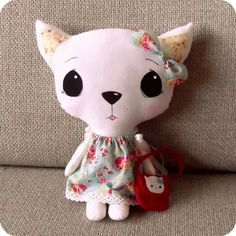 cleo and her kitty bag by Gingermelon, via Flickr