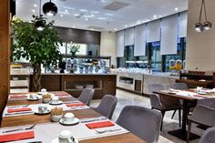 BREAKFAST TIME.. Downtown Hotels, Senior Living, Breakfast Time, Places To Go, Conference Room, Table Settings, Furniture, Home Decor, Decoration Home