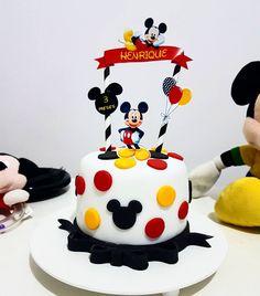 Mickey 1st Birthdays, Mickey Mouse Birthday Cake, Theme Mickey, Baby Birthday Cakes, Mickey Party, Bolo Do Mickey Mouse, Fiesta Mickey Mouse, Mickey Mouse Cupcakes, Mickey Cakes