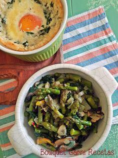 Salteado de vegetales de estación// Sautéed Vegetales with vegetables in season (asparagus, Cremini mushrooms, spinach, peppers and onions) by Bouquet Garni Recetas