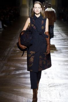 Dries Van Noten - Fall 2015 Ready-to-Wear - Look 26 of 69?url=http://www.style.com/slideshows/fashion-shows/fall-2015-ready-to-wear/dries-van-noten/collection/26